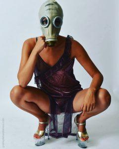 Gratia plena domina mistress maschera antigas sexy girl bdsm