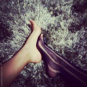 Gratia plena domina mistress piedi nudi feticismo senza scarpe e calze collant bdsm fetish