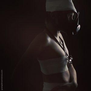 Gratia plena domina mistress silhouette sexy erotic art bende clinical medical maschera antigas