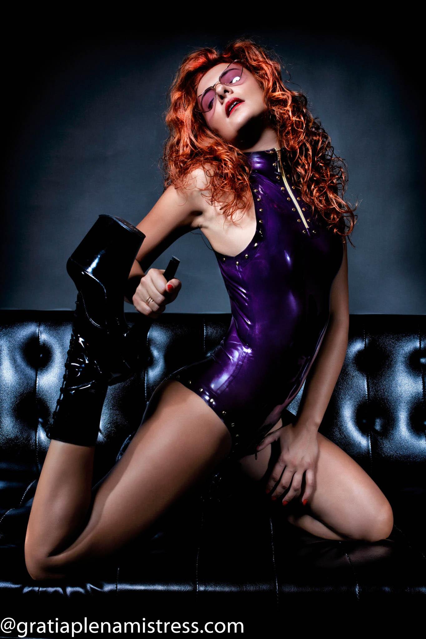gratia plena mistress dominatrice prodomme dominatrix fetish feticismo piedi venerazione latex bdsm sadomaso padrona milano italia lombardia 4